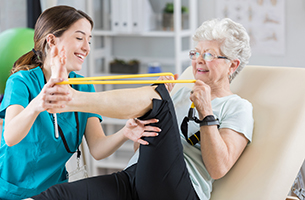 4 Benefits of a Rehab Facility for Seniors Suffering from Osteoporosis